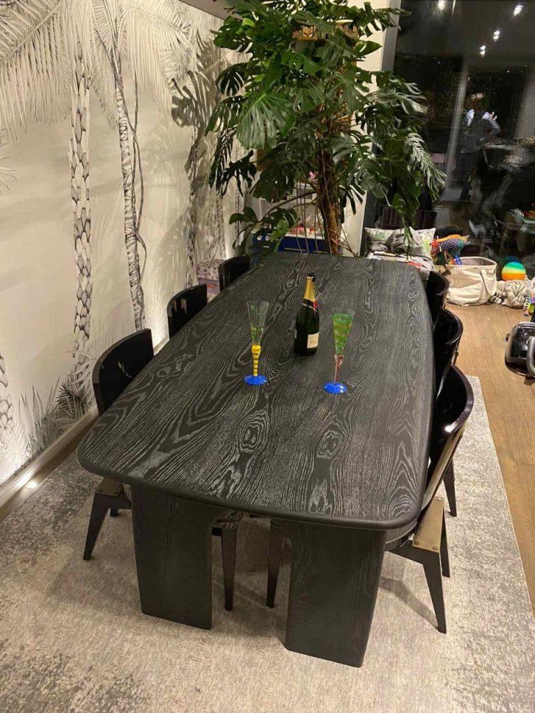 стіл із паркетної дошки чорний