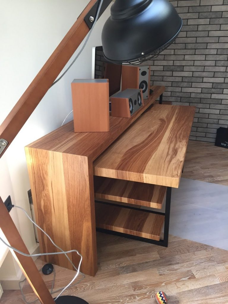 stol is parketnoi doski
